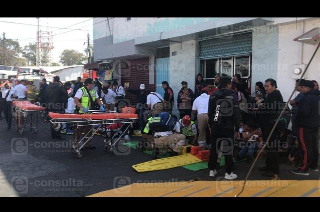 Ebrio causa volcadura de ruta 27-A y taxi; 17 heridos