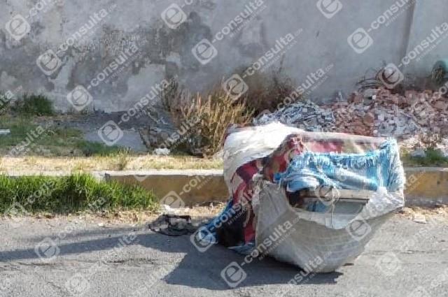 Dejan cadáver en un sillón viejo cerca de Casa Aguayo