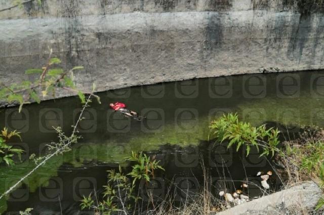 Hallan un cadáver flotando en presa de Valsequillo