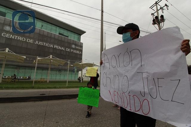 Familiares piden liberar a custodios detenidos por fuga en el Cereso