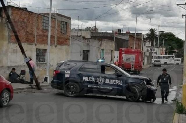 Veloz patrulla de la SSC se lleva poste en la Santa María