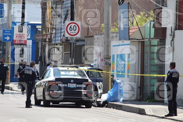 Hombre se suicida ahorcado con cables sobre la 11 Sur