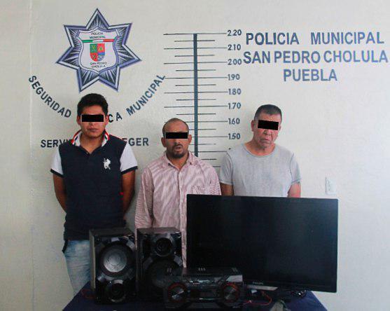 Detiene policía de San Pedro Cholula a 3 por robo a vivienda