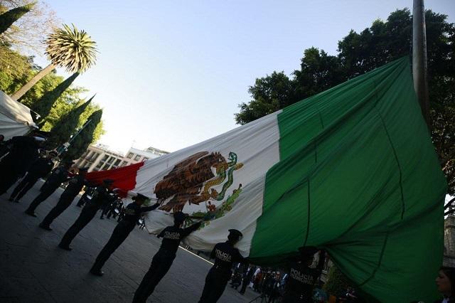 Conmemora gobierno capitalino Día de la Bandera, en el zócalo