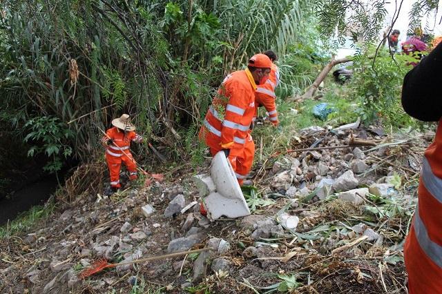 Limpian ríos y barrancas para prevenir inundaciones en Puebla