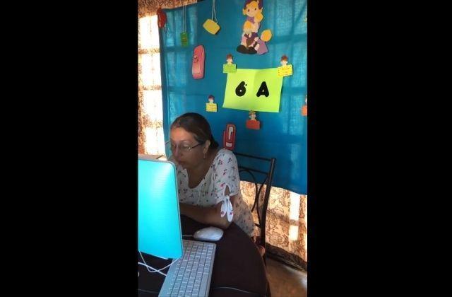 """Maestra se disculpa por """"fallos en clase"""" y se hace viral"""