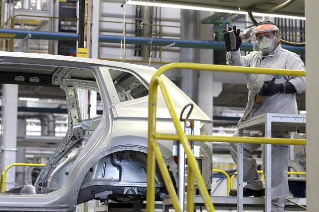 Demandan a Barbosa permitir regreso de industria automotriz