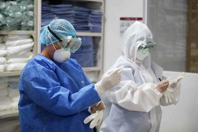 Por urgencia ante Covid, alza en salarios de los médicos