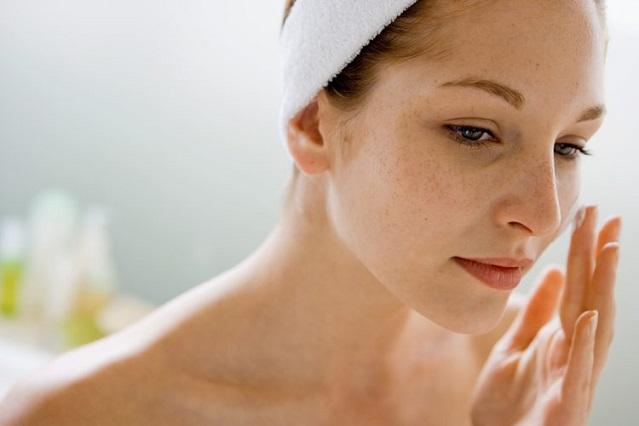 4 errores de las mujeres que podrían dañar y afectar la piel de su rostro
