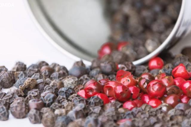 Pimienta negra, ¿la nueva cura natural para el covid-19?