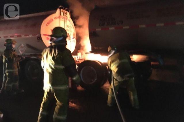 Se incendia pipa de combustible en la autopista México-Tuxpan