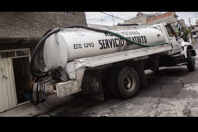 Confunden pipa de agua con huachicol al sur de Puebla