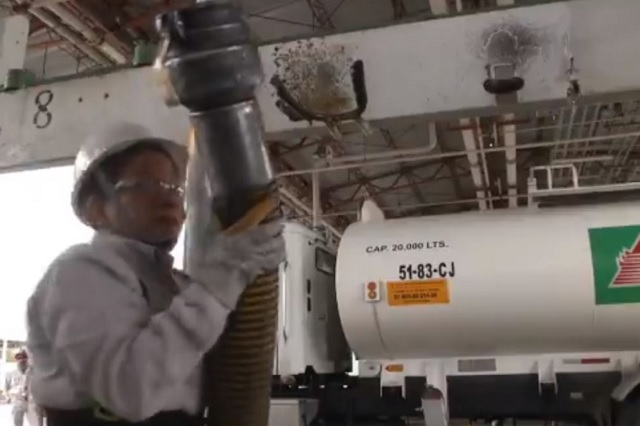 Lanzan convocatoria para contratar a 2 mil choferes de pipas