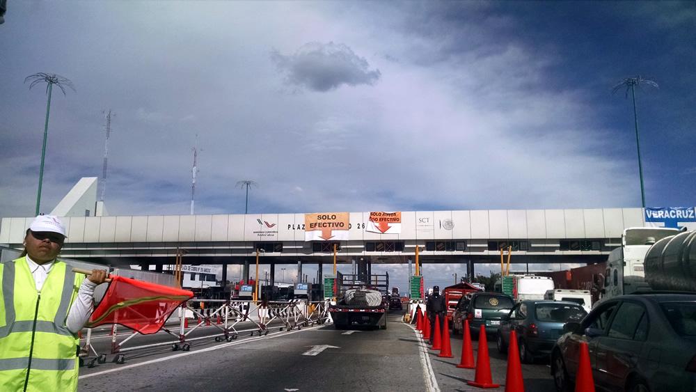 Registra autopista México-Puebla alto flujo vehicular por vacacionistas