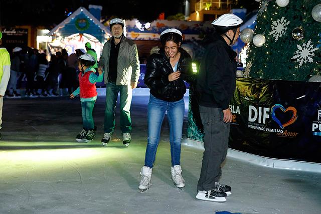 Abren al público pista de hielo en el parque de El Carmen
