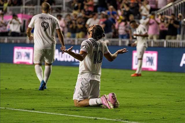 Pizarro sustituirá a Vela y 'Chicharito' en el Juego de Estrellas