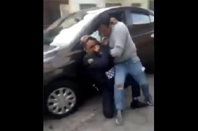 Graban pleito entre un policía y un ciudadano en la Venustiano Carranza