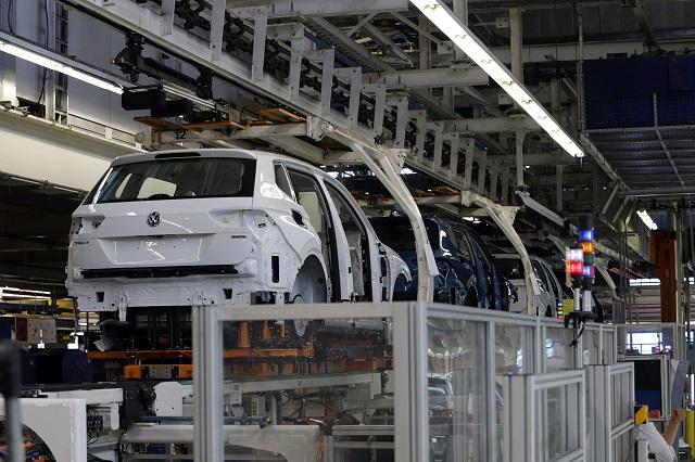 Robots ya desplazan al 30% de obreros automotrices en Puebla