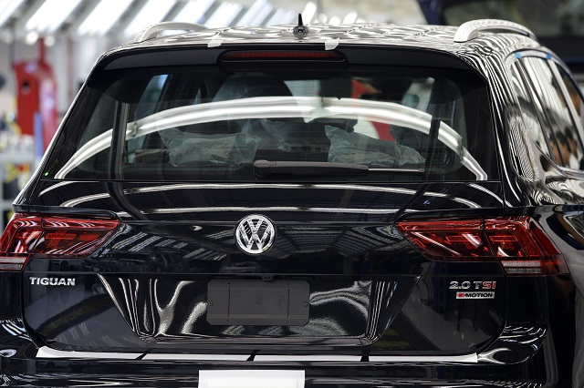Por falta de materiales VW adelanta paro en la Tiguan