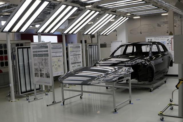 Con capacitación y 30 % de empleados, reabre Audi