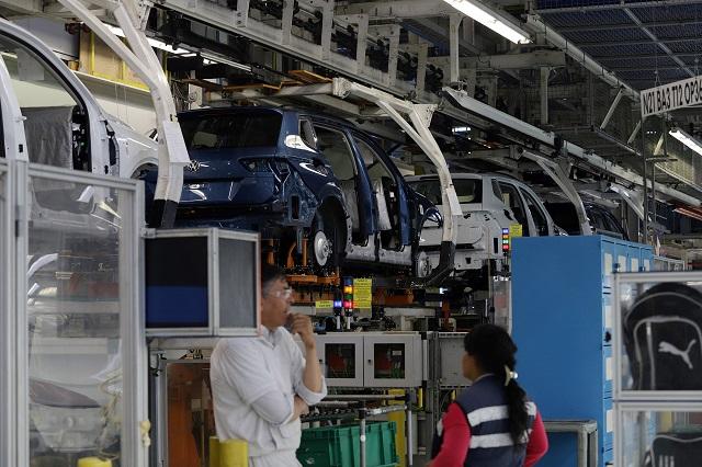 Amarran obreros de Volkswagen aumento de 6.58% a sus salarios
