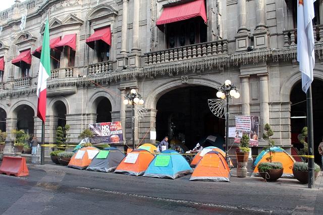 Invita Claudia Rivera a despedidos a dialogar en Palacio Municipal