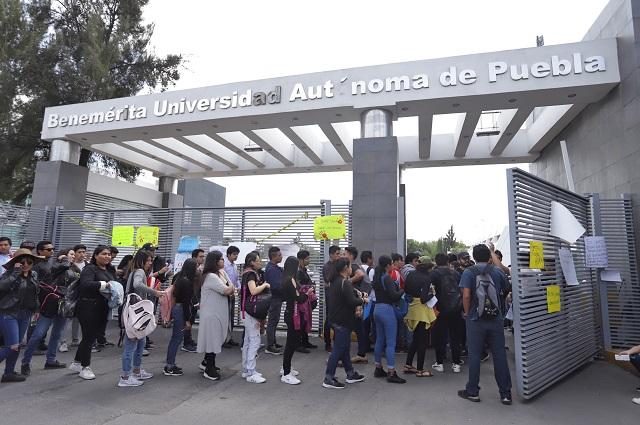 Paro de alumnos sigue pero liberan 12 áreas de la BUAP