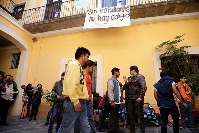 Llega a amparo protesta en el Colegio de Historia de la BUAP