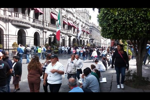 Exigen a Rivera Vivanco solución para burócratas despedidos