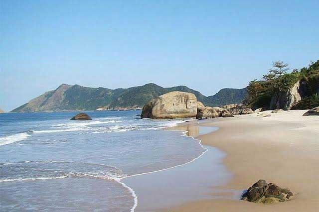 Celebrarán la primera olimpiada nudista en playa de Brasil