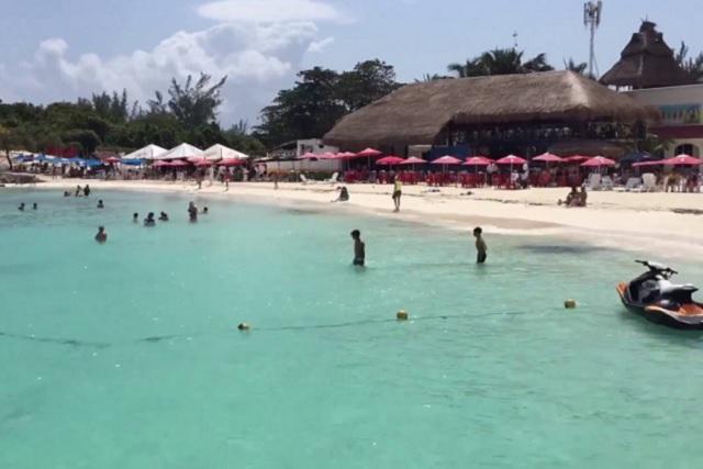 Pleito a balazos en playa de Cancún deja un saldo de dos heridos