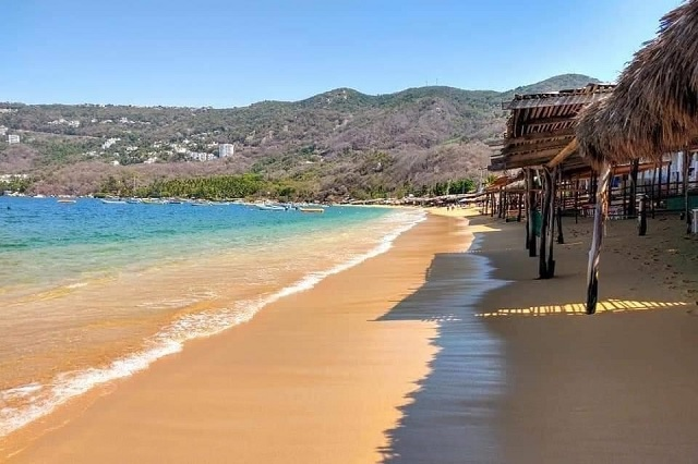 Playas de Acapulco recuperan increíble color cristalino