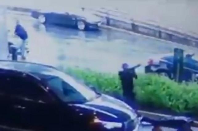 Graban a 2 hombres armados que balearon a policías en Plaza Artz