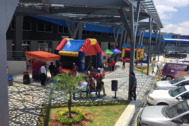 Estrena plaza comercial la zona de Amalucan