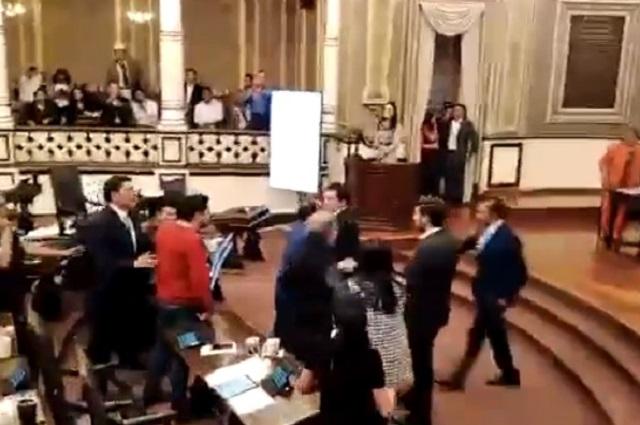 Se enfrentan en el Congreso diputados y activistas del agua
