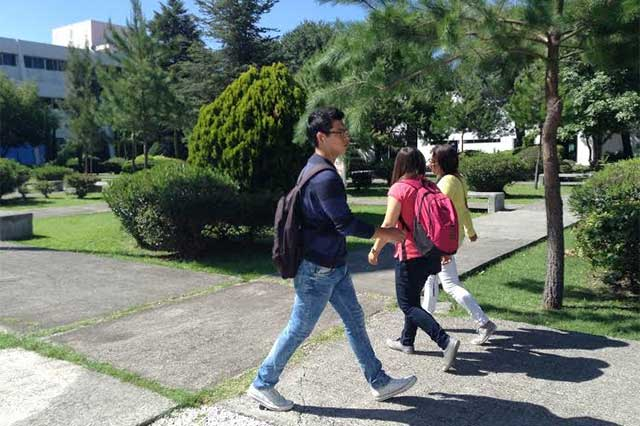Ganan 149 poblanos becas Conacyt para posgrado en el extranjero