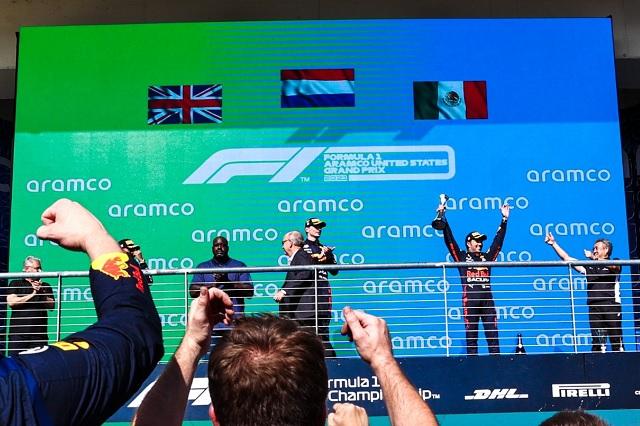 Verstappen y Checo se suben al podio en el GP de Estados Unidos