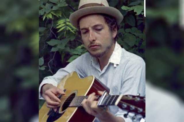 Un nobel de Literatura para un poeta de guitarra en mano