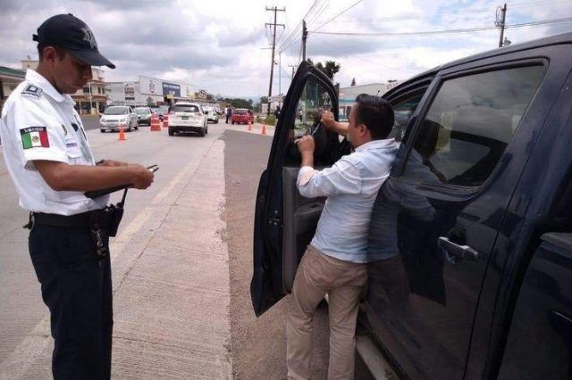 Hasta 15 multas a la semana por polarizado en Tehuacán