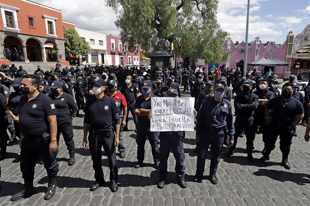 Cumplen segundo día en paro policías estatales de Puebla