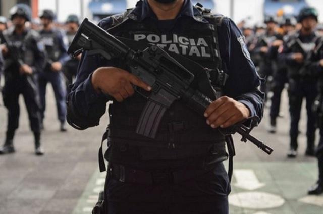 Le roban dos armas y un chaleco a un Policía Estatal en Puebla