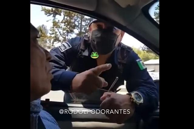 'Para mí los doctores son asesinos', señala policía en Edomex