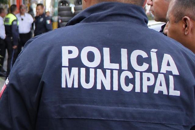 Acusan a policías de Zacatlán por robo y allanamiento de morada