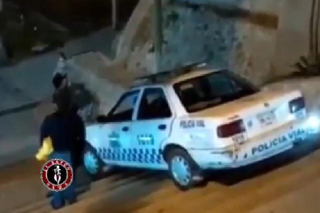 Video: En Oaxaca, policía bajó las escaleras a bordo de una patrulla