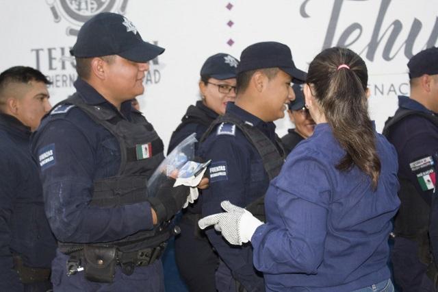 Asociación de Tehuacán entrega insumos contra Covid-19 a policías