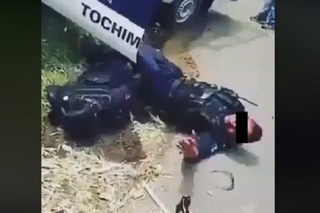 Vuelca patrulla y pobladores se burlan de los policías heridos