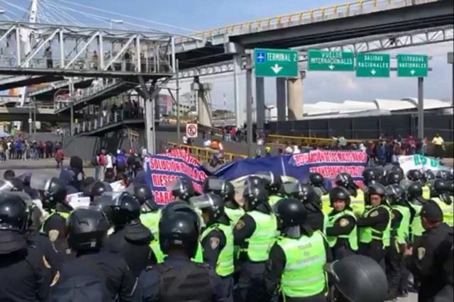 AMLO ve posible manipulación de policías en bloqueos al aeropuerto