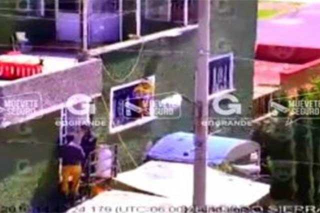 Policías del Edomex impiden que una mujer se suicide y detienen a su pareja