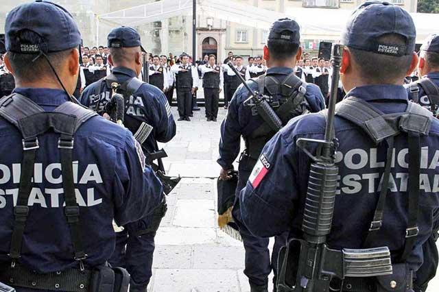 Suspenden a 15 policías que fueron grabados cuando robaban rancho en Oaxaca
