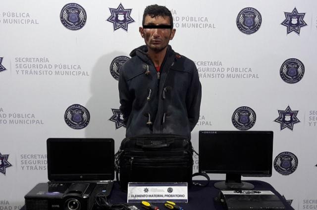Robó en escuela de bulevar Hermanos Serdán pero policías lo detuvieron